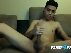 Mavin Drake Shows Why Latino Twinks Have More Fun