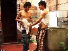 Latino amateur twink blows his buddy in a hurry