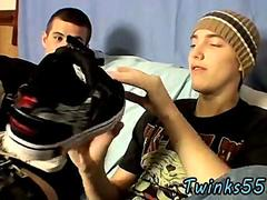 Skater twinks play with their feet on camera